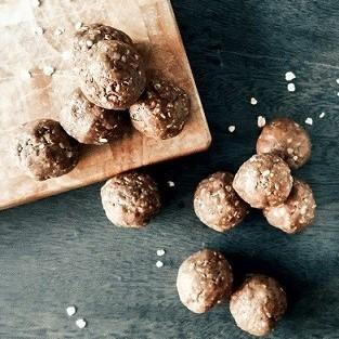 Roh-vegane-Protein-Balls-mit-BAOWOW-SchokoEDRpOU8Bn1E9G