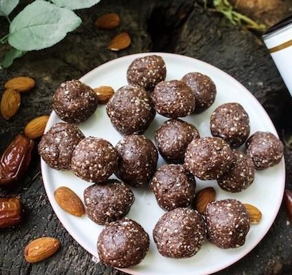 Schoko-Proteinballs-mit-Datteln