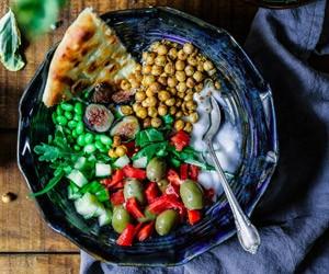 Satt mit Salat mit Kichererbsen